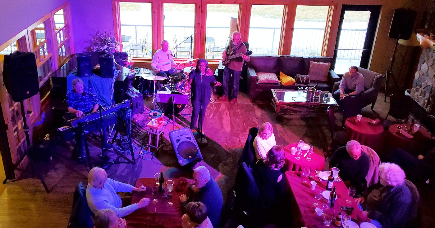 Live Entertainment at the Lodge on Lake Detroit