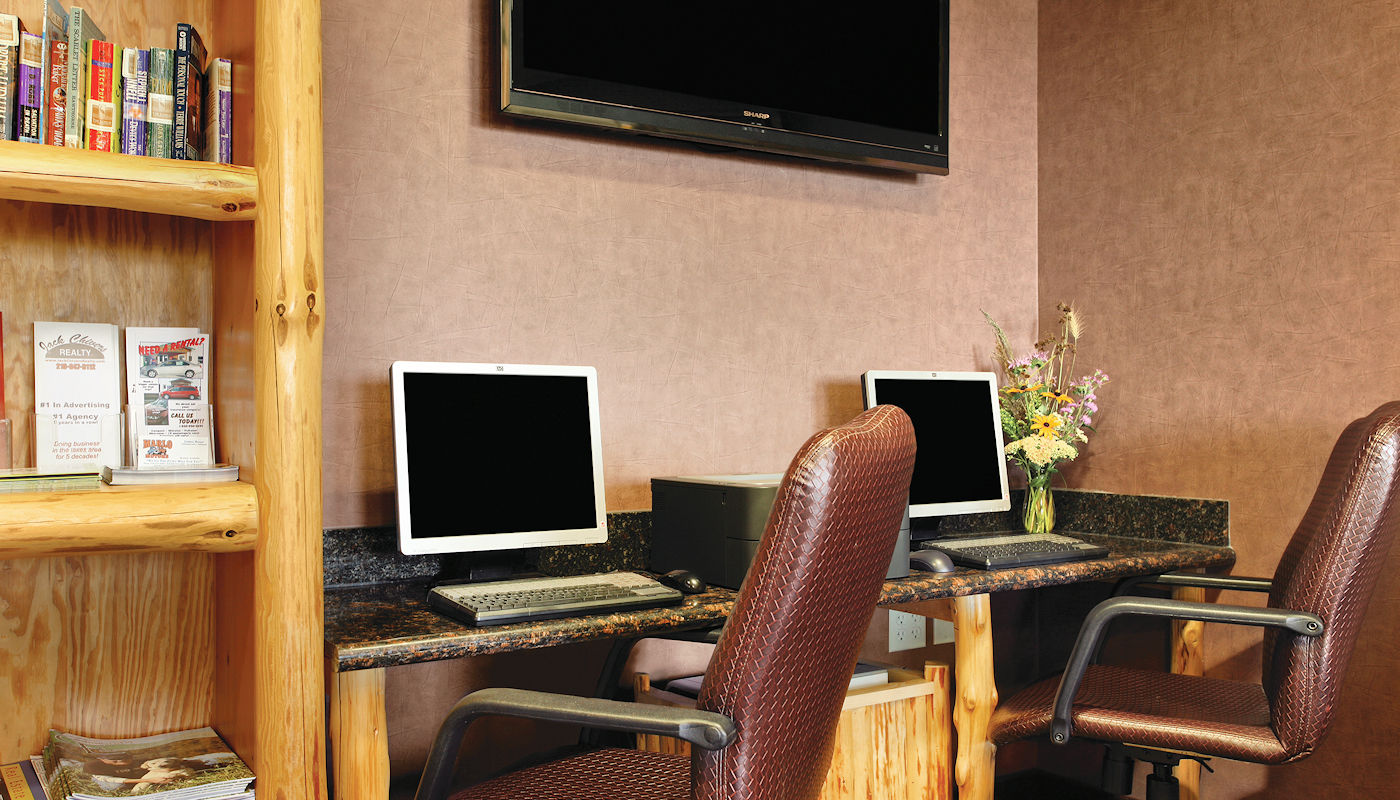 TripAdvisor Greenleader Silver Hotel - The Lodge on Lake Detroit