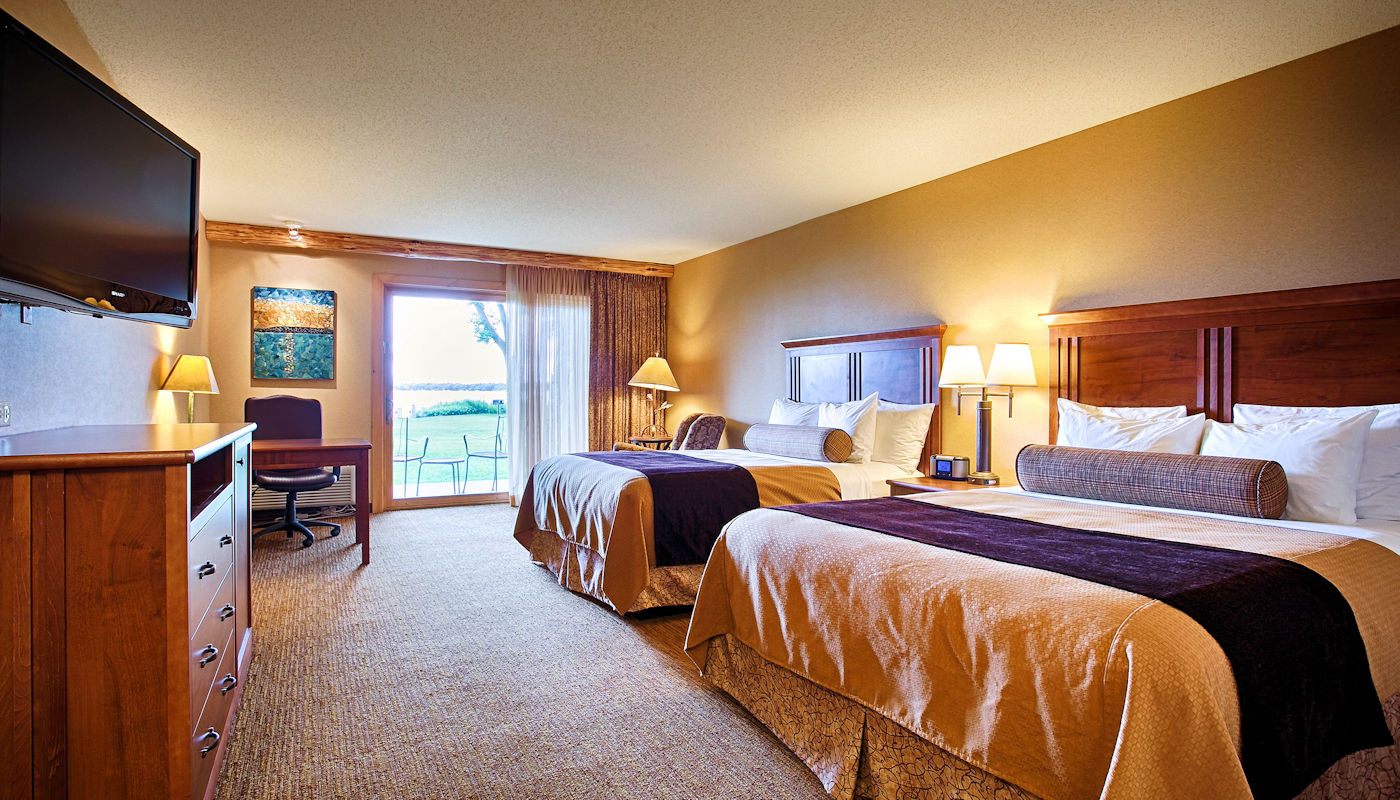 Lakefront Resort Room – 2 Queen Beds - The Lodge on Lake Detroit