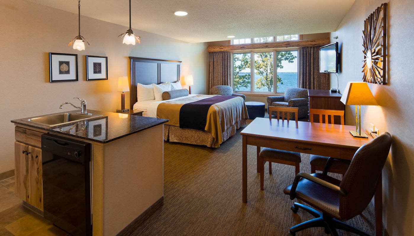 Retreat Room King Kitchenette  - The Lodge on Lake Detroit